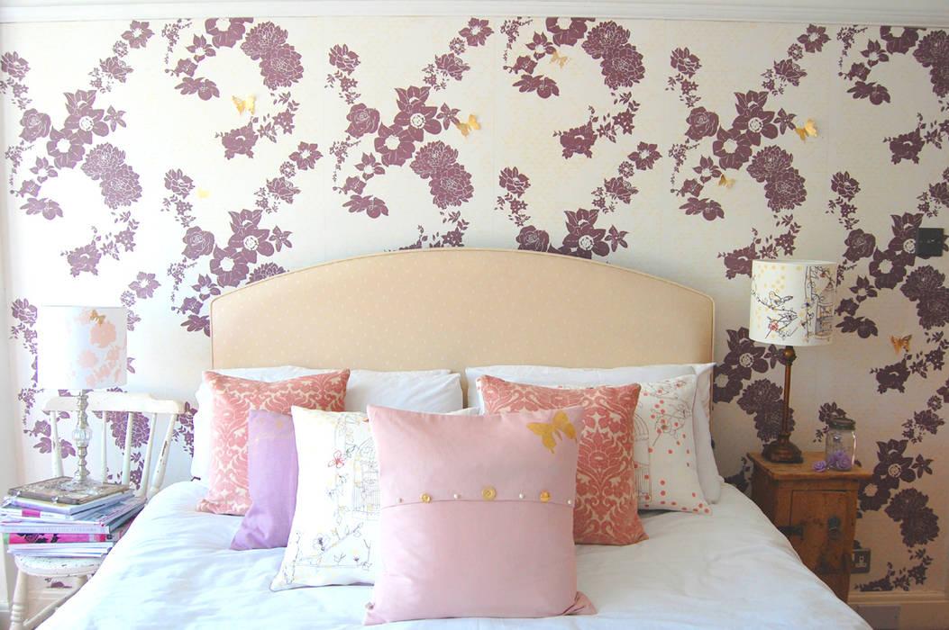 Geo Fleur Bedroom Wallpaper Paredes y pisos de estilo clásico de Laura Felicity Design Clásico