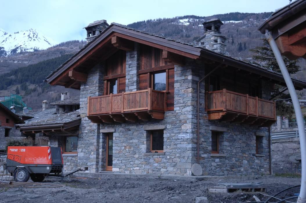 villa: Case in stile in stile Rustico di Sangineto s.r.l