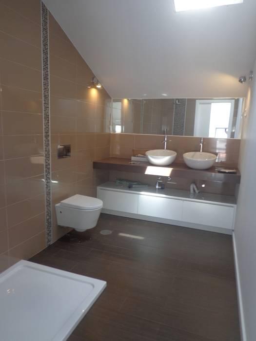 Instalação Sanitária 1º Andar Casas de banho modernas por Arteprumo, LDA Moderno Cerâmica