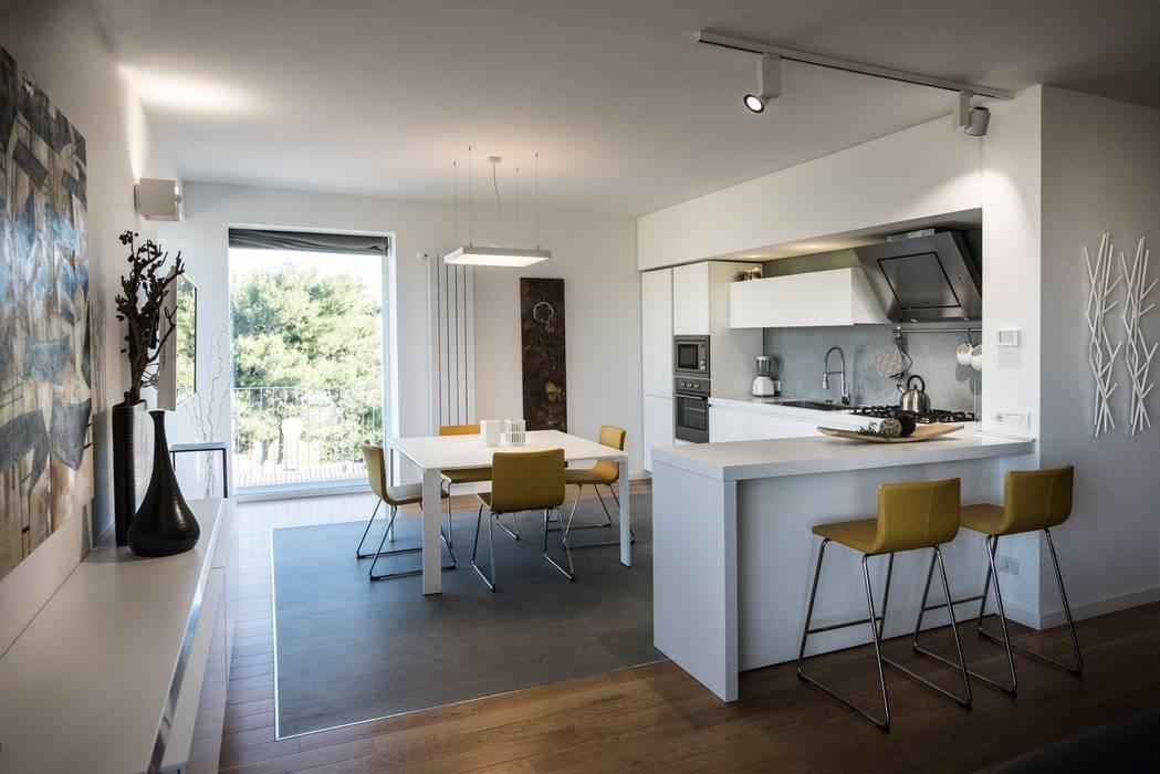 Casa E: Cucina in stile in stile Moderno di Laboratorio di Progettazione Claudio Criscione Design