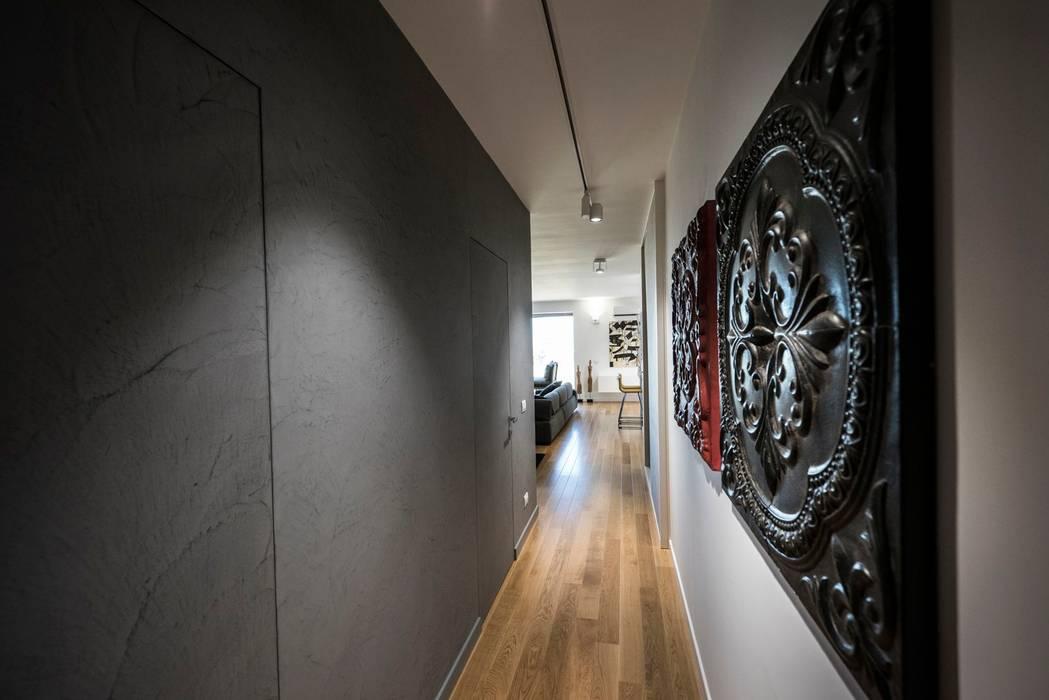 Modern Corridor, Hallway and Staircase by Laboratorio di Progettazione Claudio Criscione Design Modern