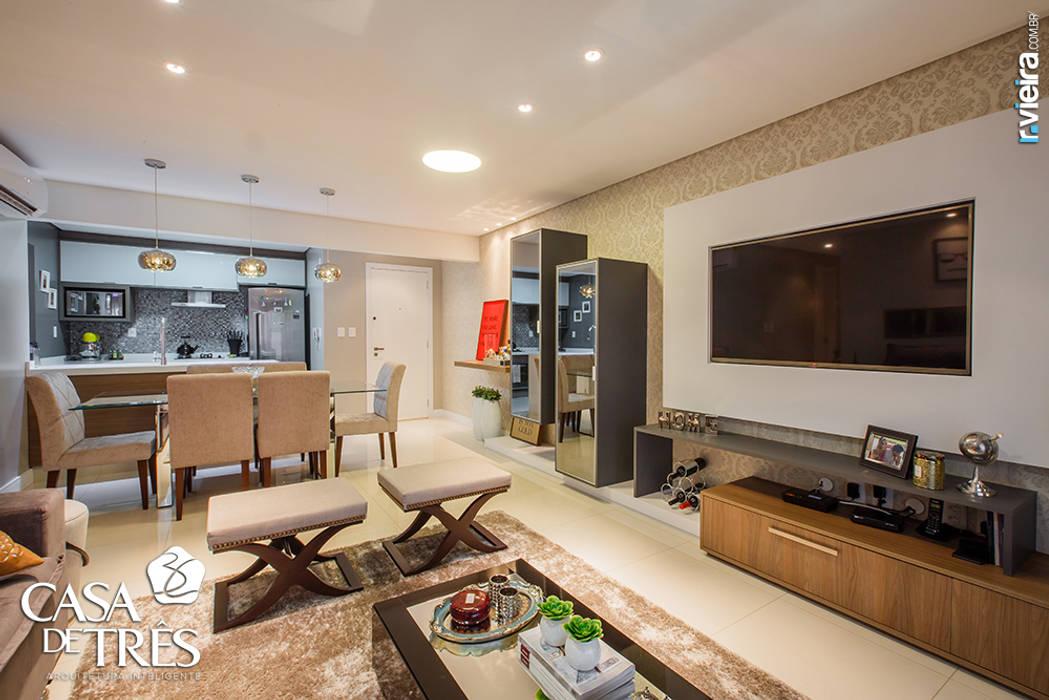 Salas de estilo moderno de Casa de Três Moderno