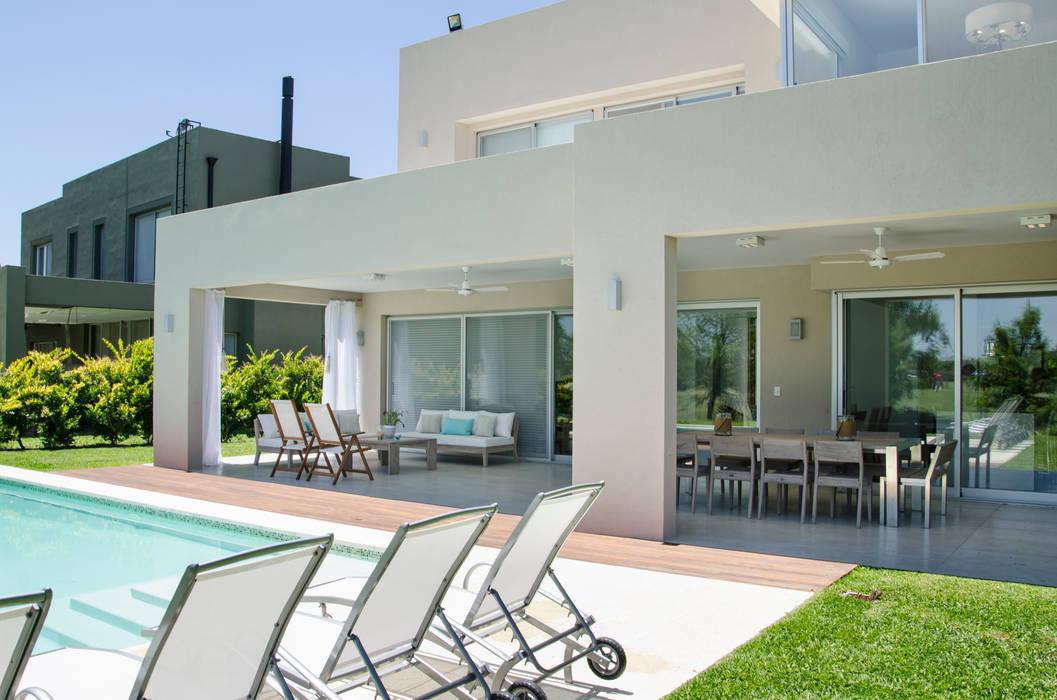 CONEXIÓN EXTERIOR Casas modernas: Ideas, imágenes y decoración de Parrado Arquitectura Moderno