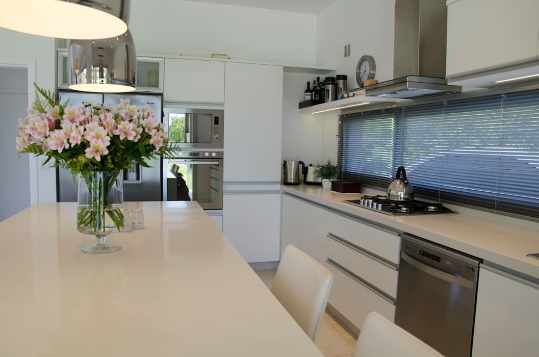 cocina Cocinas modernas: Ideas, imágenes y decoración de Parrado Arquitectura Moderno