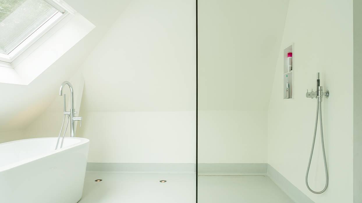 Verbouwing zolder tot luxe slaapkamer met open badkamer, studie en ...