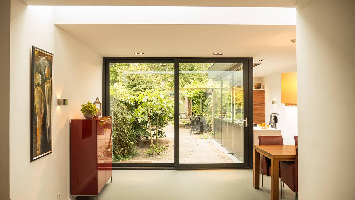Modern living room by Joep van Os Architectenbureau Modern
