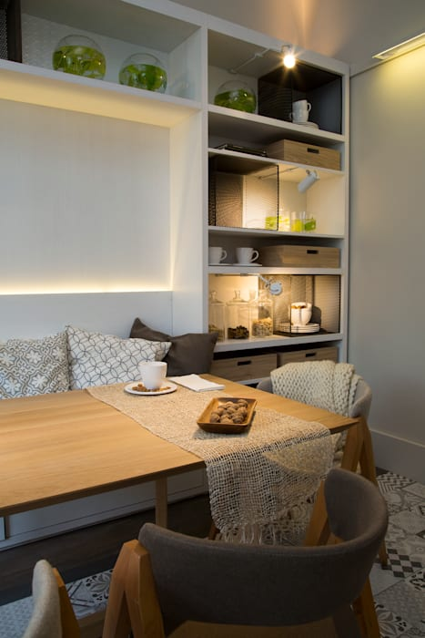 Vista mueble comedor: Comedores de estilo moderno por Estudio de iluminación Giuliana Nieva