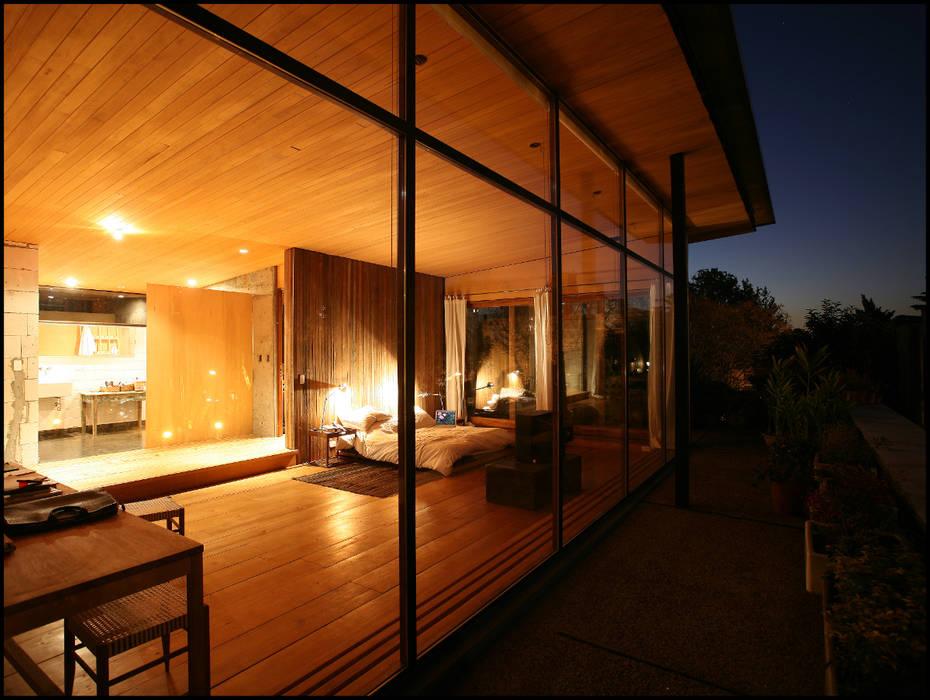 Casa OLIVOS Balcones y terrazas rurales de Arquitecto Alejandro Sticotti Rural