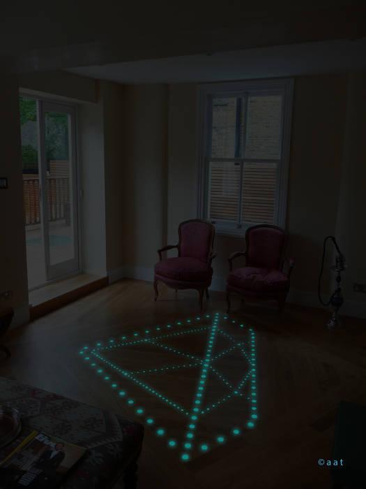 luminescent parquet: Soggiorno in stile in stile Moderno di Alessandro Tosetti