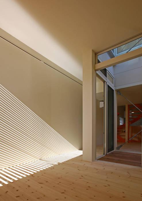 アトリエハコ建築設計事務所/atelier HAKO architects Ruang Keluarga Gaya Skandinavia