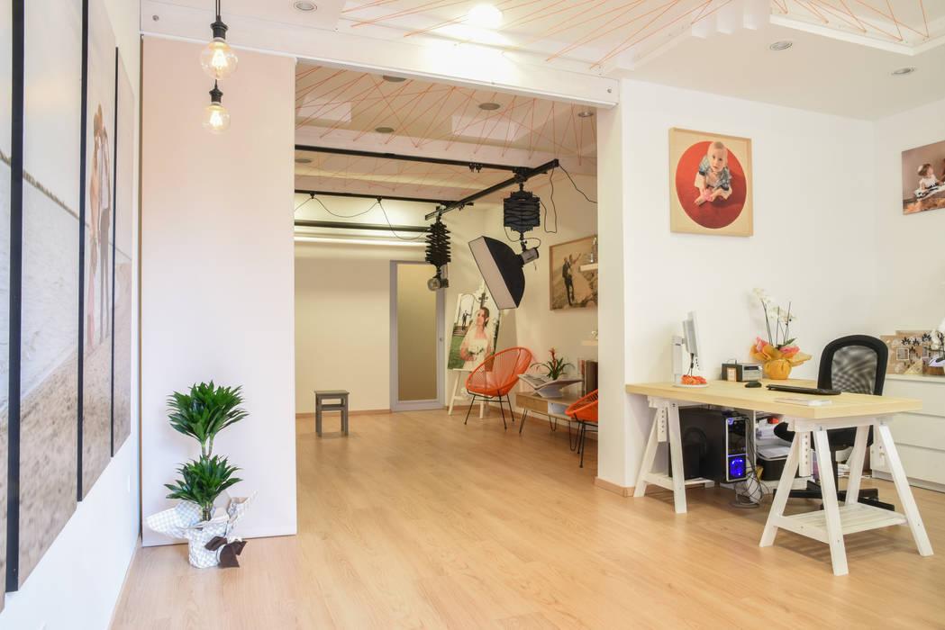 Studio Foto Max: Spazi commerciali in stile  di Arkinprogress