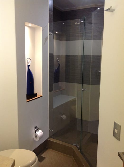 Baño Baños de estilo moderno de ea interiorismo Moderno Cerámico