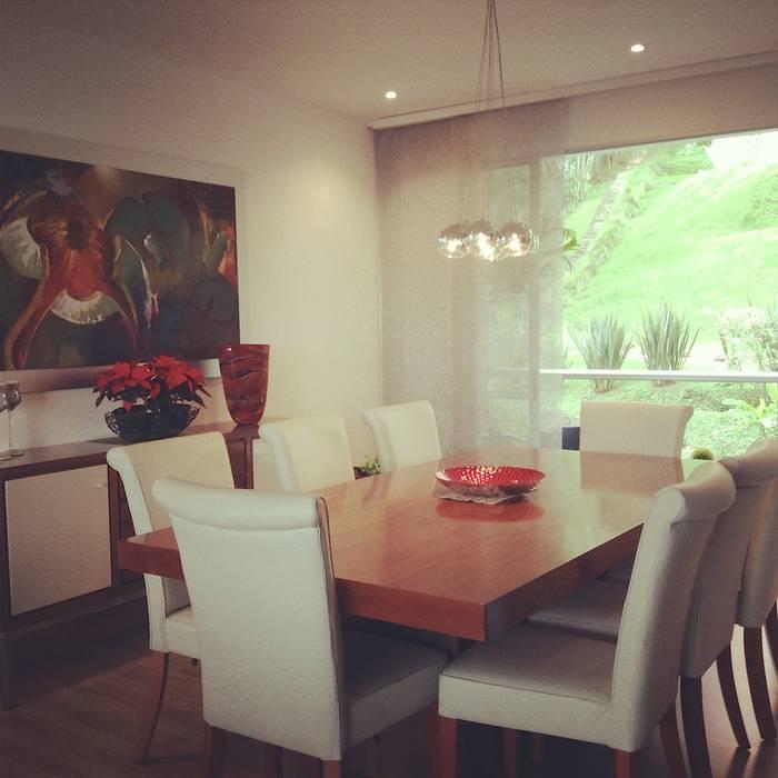 Comedor en Apartamento: Comedores de estilo  por ea interiorismo, Clásico Madera maciza Multicolor