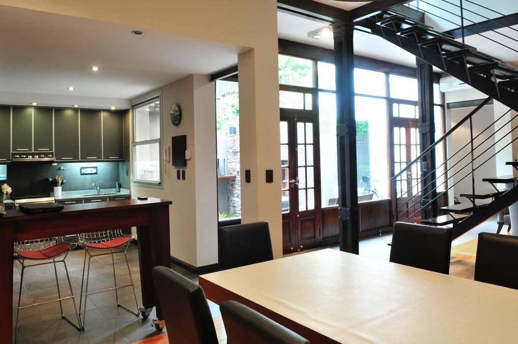 Sala comedor Comedores de estilo minimalista de Radrizzani Rioja Arquitectos Minimalista Madera Acabado en madera