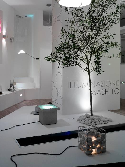 illuminazionemasetto.com: Spazi commerciali in stile  di masetto snc