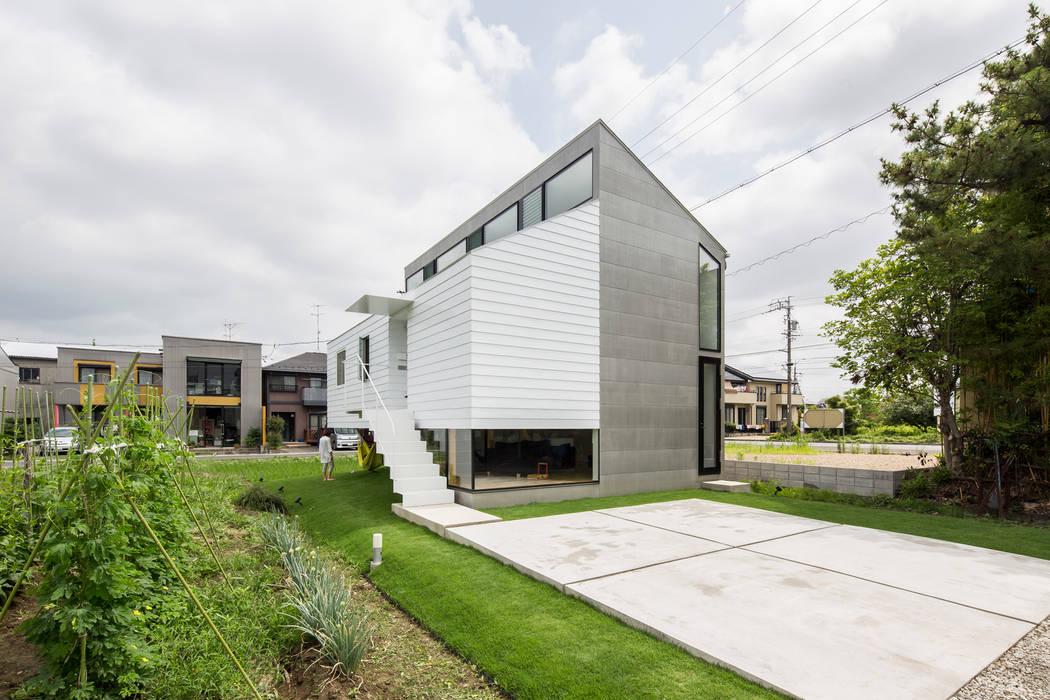 Modern Houses by 武藤圭太郎建築設計事務所 Modern Metal