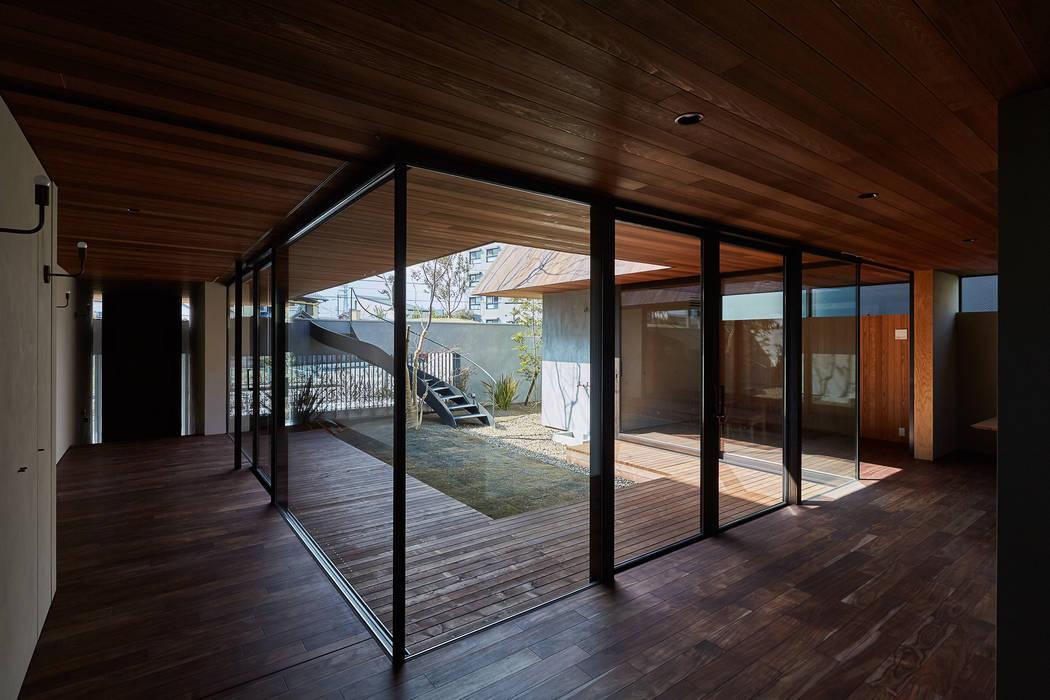 武藤圭太郎建築設計事務所 Modern living room Solid Wood Wood effect