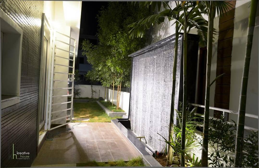 Landscape:  Terrace by KREATIVE HOUSE,Modern Bamboo Green