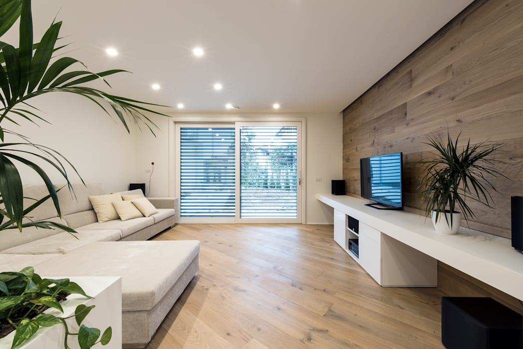 PASSIVE HOUSE: Soggiorno in stile  di Tommaso Giunchi Architect