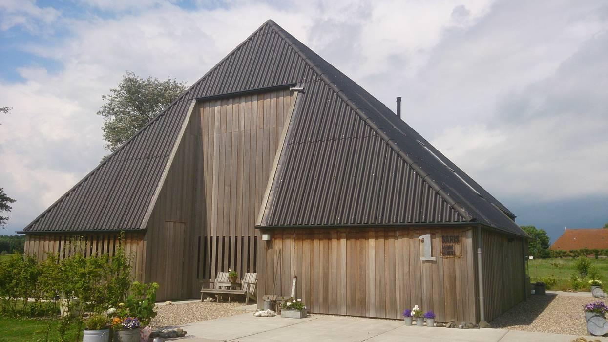 woonboerderij architectuur:  Huizen door Dick de Jong Interieurarchitekt,