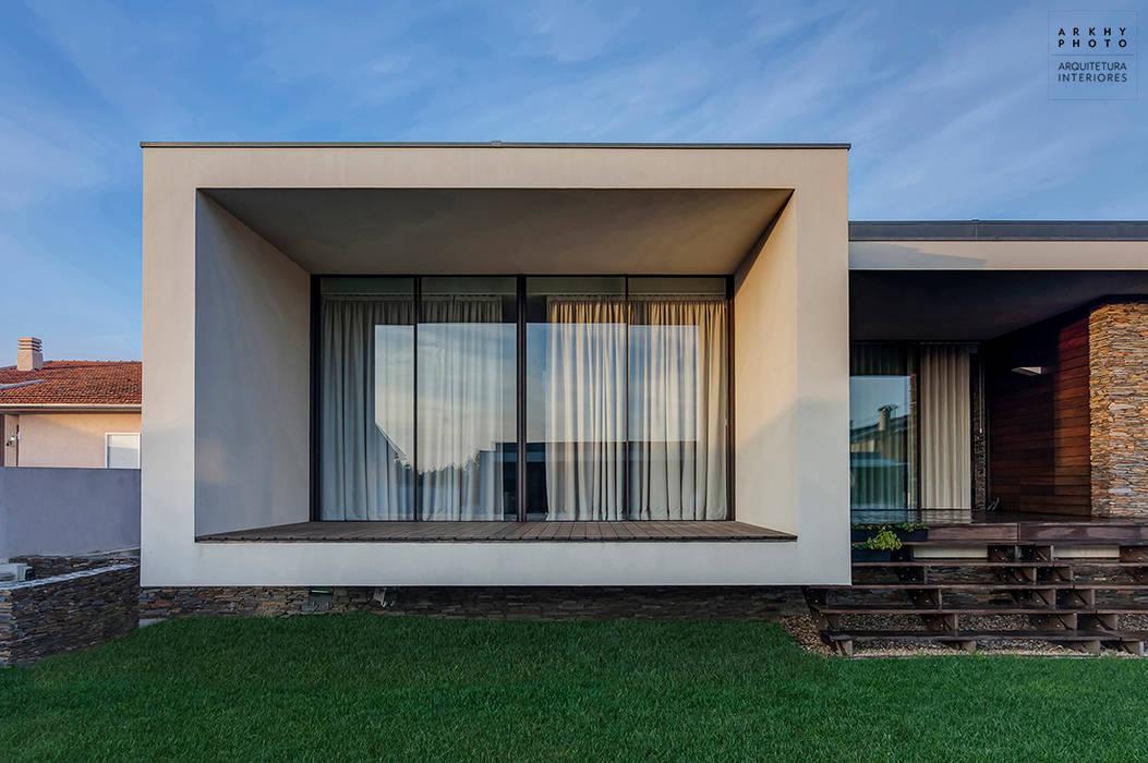 Casa AVR - Ovar : Casas  por ARKHY PHOTO