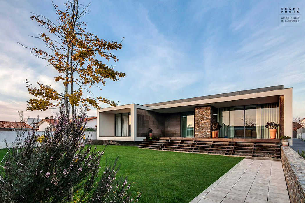 Casa AVR - Ovar : Casas  por ARKHY PHOTO