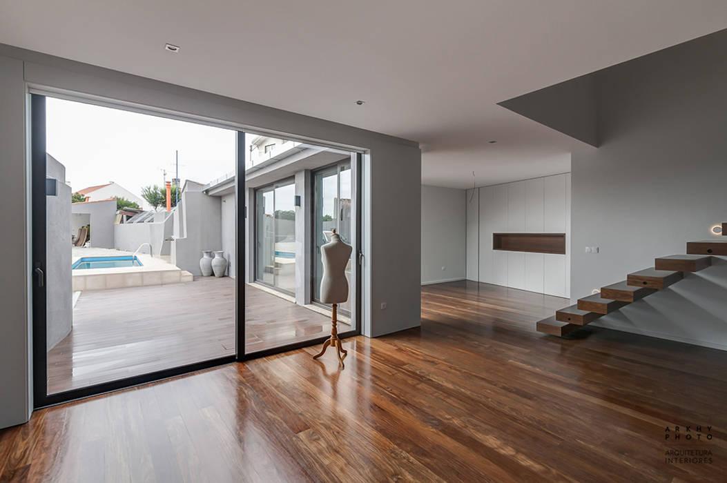 ARKHY PHOTO Modern corridor, hallway & stairs