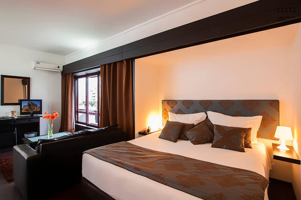Aqua Hotel | Ovar Quartos tropicais por ARKHY PHOTO Tropical