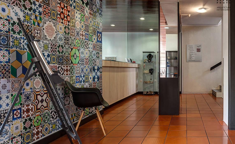 Modern corridor, hallway & stairs by ARKHY PHOTO Modern