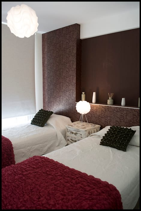 Todo se trata de balance...: Dormitorios de estilo ecléctico por Diseñadora Lucia Casanova