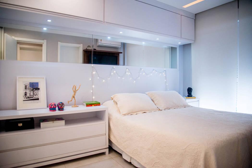 Apartamento Jovem Casal - Suíte casal: Quartos  por Studio Bene Arquitetura