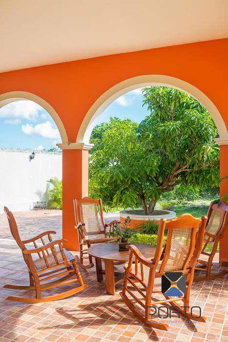 Balcones y terrazas de estilo colonial de PORTO Arquitectura + Diseño de Interiores Colonial