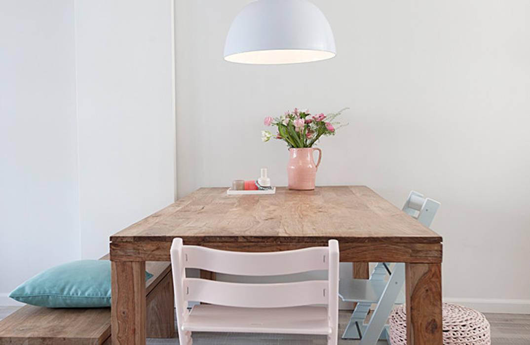 Landelijk Romantisch Interieur : Een romantische woonkamer: landelijke eetkamer door interieur design