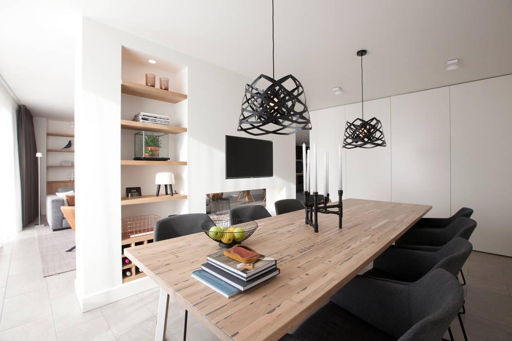 Modern dining room by Interieur Design by Nicole & Fleur Modern
