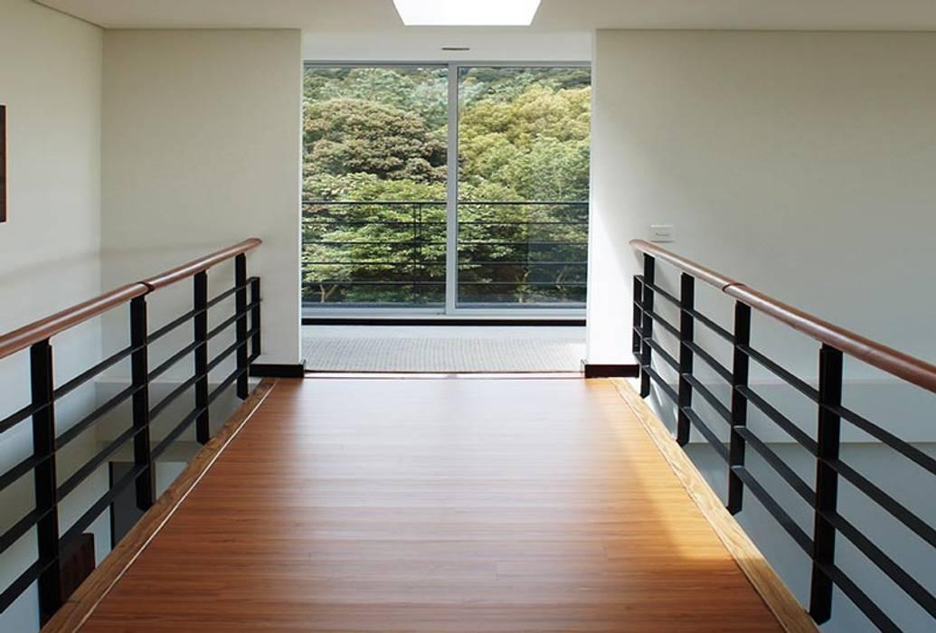Imagen interior Pasillos, vestíbulos y escaleras de estilo moderno de homify Moderno