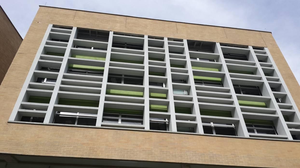Fachada de Colegio Camilo Mora Casas modernas de Analema Construccion y Acabados Moderno
