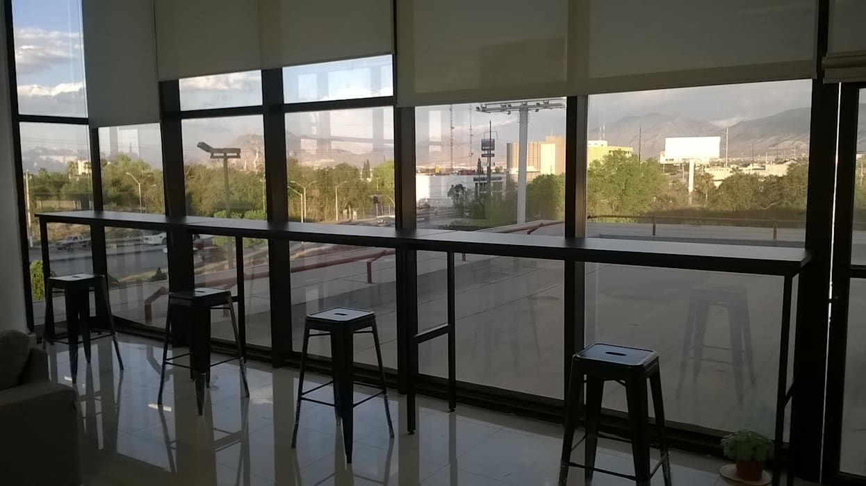 Barra de oficina: Estudios y oficinas de estilo industrial por Muebles Modernos para Oficina, S.A.