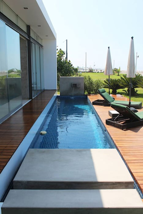 Modern pool by NIKOLAS BRICEÑO arquitecto Modern