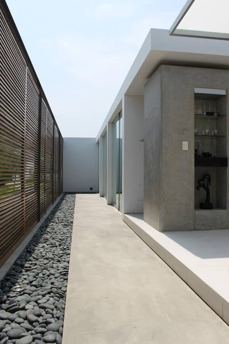 NIKOLAS BRICEÑO arquitecto Pasillos, vestíbulos y escaleras de estilo moderno