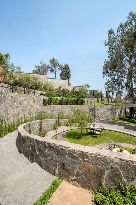 Modern Garden by NIKOLAS BRICEÑO arquitecto Modern