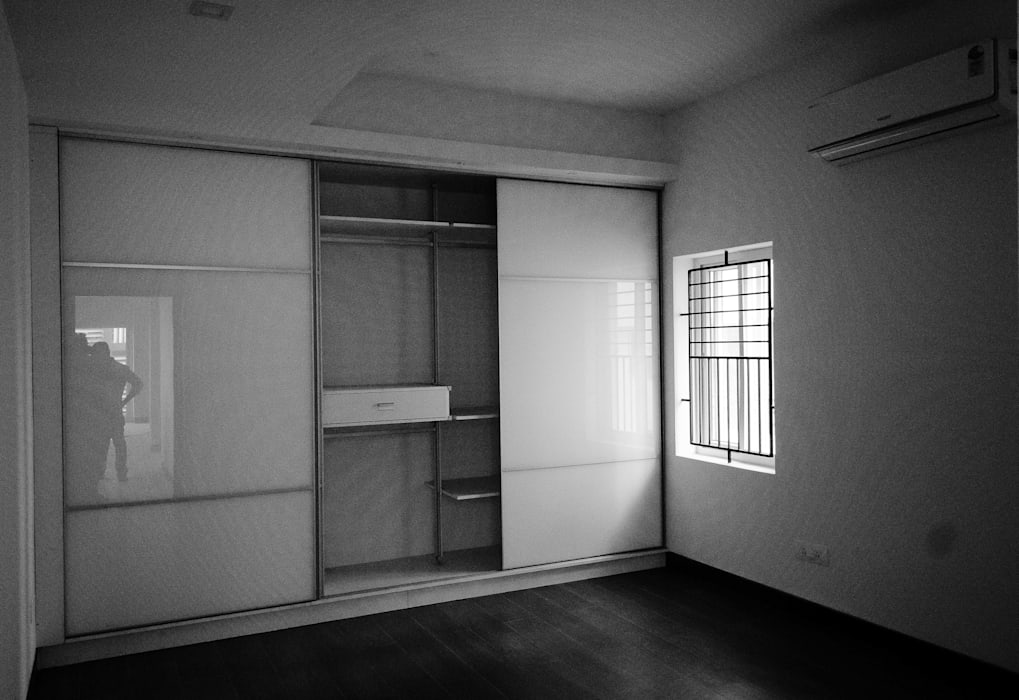Wardrobes Modern style bedroom by BETWEENLINES Modern