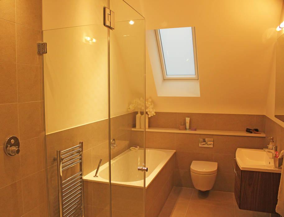 Salle de bains de style  par Flairlight Designs Ltd, Moderne