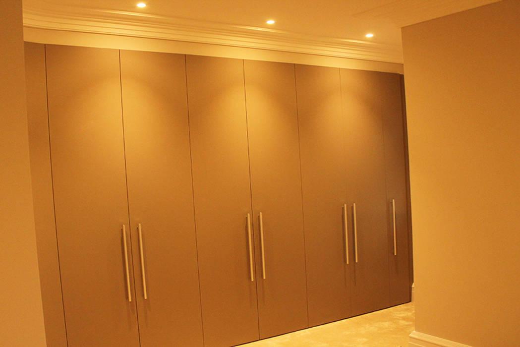 Chambre de style  par Flairlight Designs Ltd, Moderne