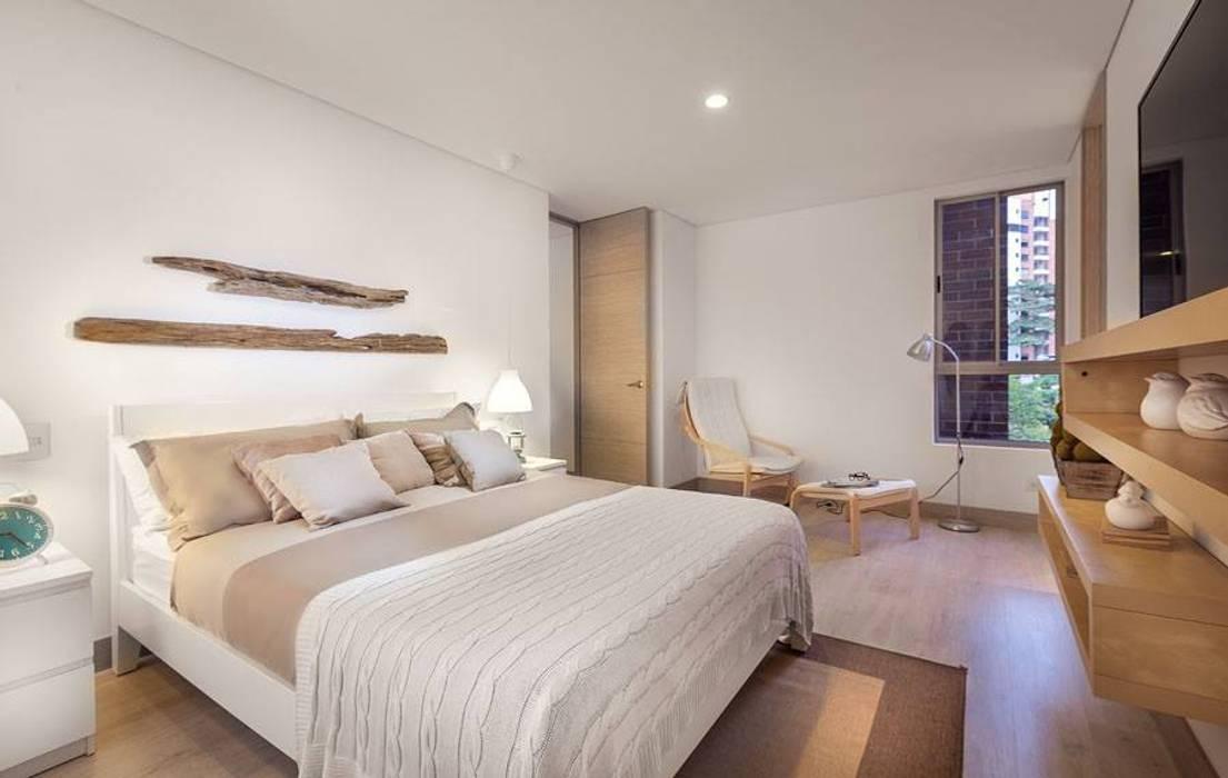 Camera da letto in stile  di Ambientes Visuales S.A.S, Moderno