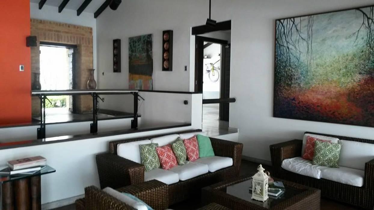 Proyecto LFC Arquitectos Salas de estilo moderno
