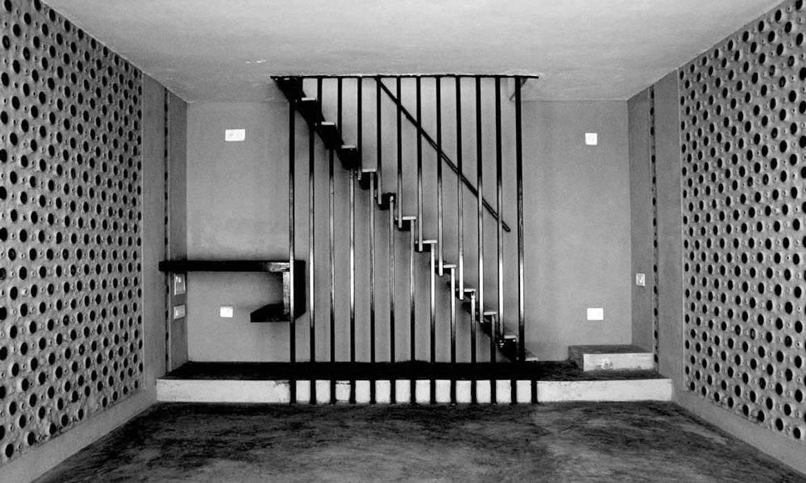 Living Room Staircase Minimalist corridor, hallway & stairs by BETWEENLINES Minimalist