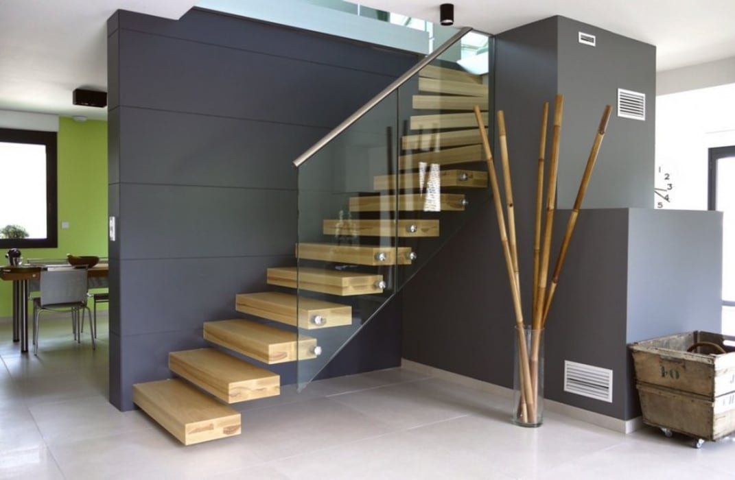 Escalier marche en porte à faux: Couloir et hall d'entrée de style  par Passion Escaliers, Moderne