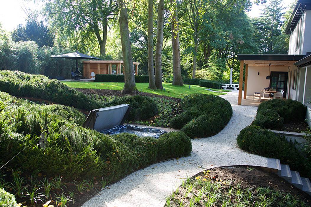 Villa in 't Gooi:  Tuin door Designa Interieur & Architectuur BNA