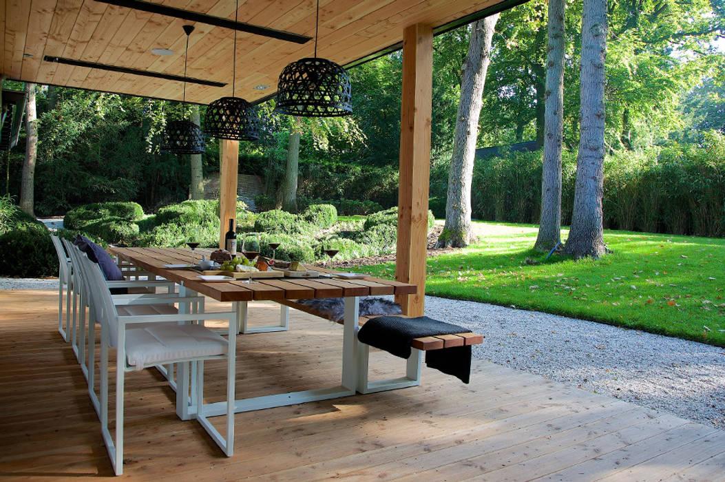 Modern balcony, veranda & terrace by Designa Interieur & Architectuur BNA Modern