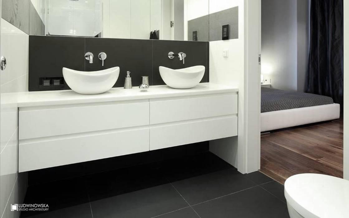 ORZECHOWY BRĄZ Ludwinowska Studio Architektury Minimalistyczna łazienka